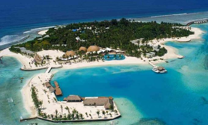 """作为马尔代夫康杜玛岛海边的特色建筑,""""水上屋""""最初只是岛上居民的"""